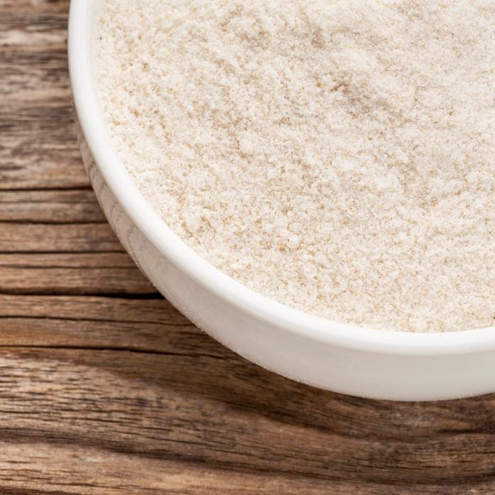 主に兵庫県産の米を使用しています。工場内で製粉しています。