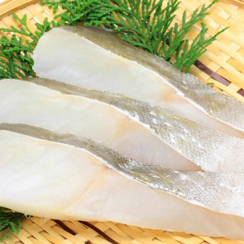 タラを中心に、青背の魚を混ぜて使います。アミノ酸、脂肪酸のバランスを整えるためです。嗜好性も上がります。