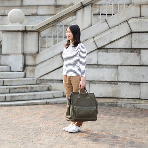 持ち手はバッグの雰囲気を壊さないコットンテープを使用。