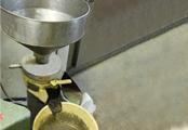 ③ゴマも工場内でペースト状に加工しています。