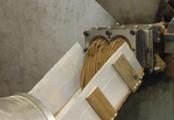 ⑦混ぜ合わせた材料を棒状に押し出します。※加熱無し